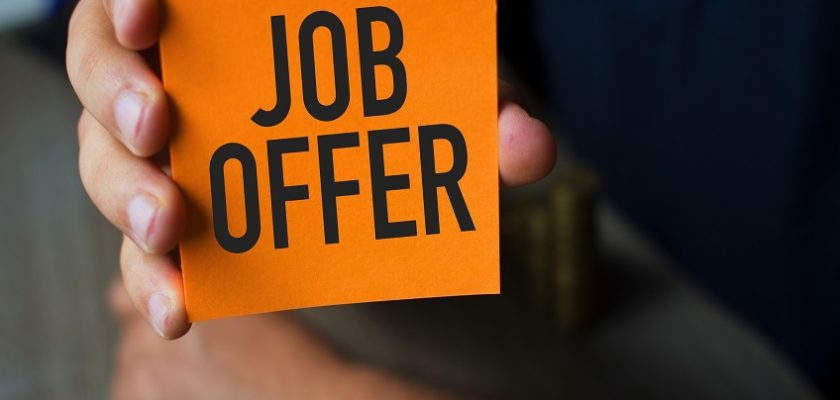 5 Things To Consider Before You Say Yes To A New Job Offer